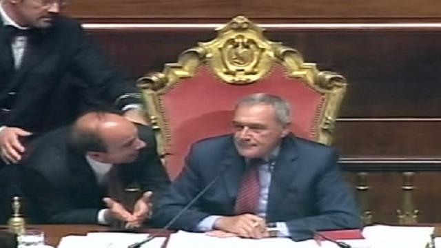 Riforme, bagarre in aula: Grasso sospende seduta