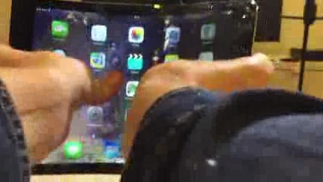 L'iPad Air 2 si piega come iPhone 6 e iPhone 6 Plus, continua l'autunno difficile di Apple: oggetti troppo fragili? (VIDEO)