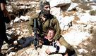 Cisgiordania, video shock: il soldato e il ragazzino