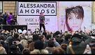 Lecce, Alessandra Amoroso canta a sorpresa in piazza