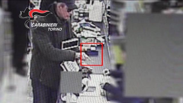 Egiziano sventa rapina al supermercato e ottiene il permesso di ...