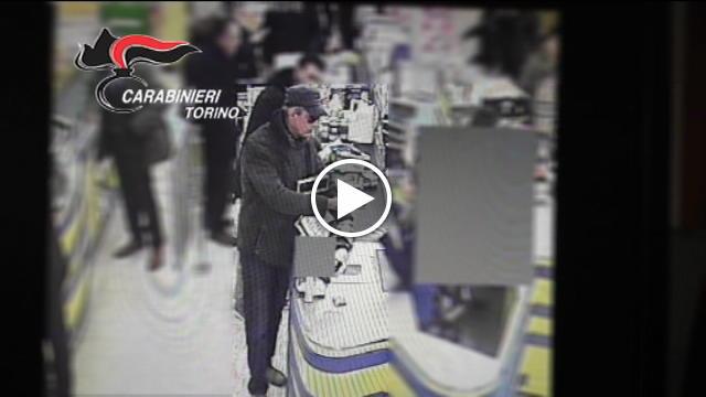 Egiziano sventa rapina al supermercato e ottiene il for Permesso di soggiorno ferrara