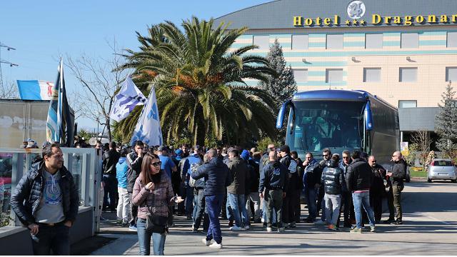 Pescara, cori per i biancazzurri prima della partenza per Salerno