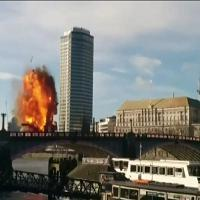 Londra, ciak si gira: esplode bus sul Lambeth Bridge per una fiction