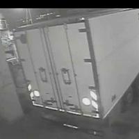 Dà fuoco ai camion del concorrente, arrestato un autotrasportatore