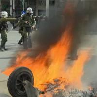 Grecia: scontri e violenze tra agricoltori e polizia, decine di arresti