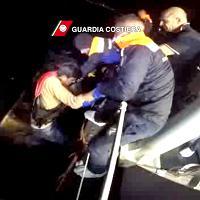 Migranti: proseguono i salvataggi in Grecia della Guardia Costiera italiana