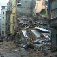 Turchia: crolla palazzina di 5 piani nel centro di Istanbul