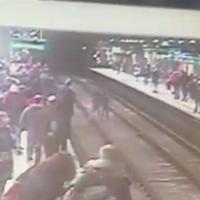Milano, placcaggi e inseguimenti sui binari del metrò: caccia al ladro con il fiato sospeso