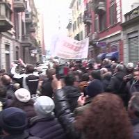 Milano, via Gluck canta Celentano e il traffico va in tilt