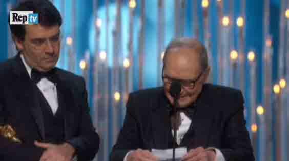 """Oscar 2016, la vittoria di Ennio Morricone: """"Dedicata a mia moglie"""""""