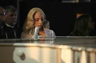 Oscar 2016: Lady Gaga contro la violenza sessuale, a presentarla Joe Biden