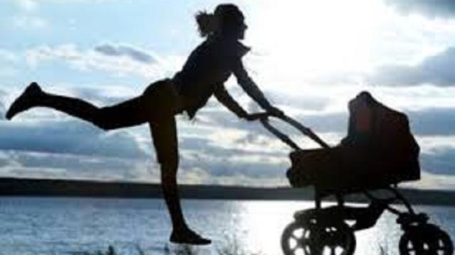Tornare in forma dopo il parto: i benefici del fitness insieme ai figli