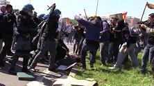 Internet Day, cariche e scontri a Pisa fuori dal Cnr