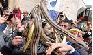 San Domenico ricoperto di serpenti, il rito si ripete a Cocullo