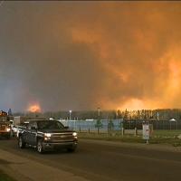 Maxi-incendio in Canada: evacuata un'intera città