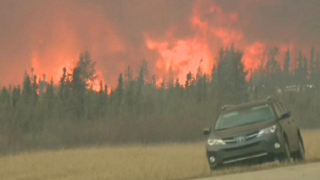 Canada: allarme incendi, in fuga dalle fiamme