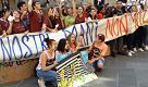 La protesta in piazza del Comune di Prato degli studenti del liceo artistico Brunelleschi di Montemurlo