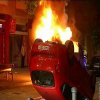 Barcellona: seconda notte di scontri, feriti 6 agenti
