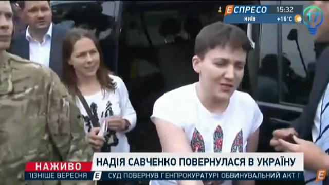 """Ucraina: il ritorno a casa della """"top  gun"""" Nadja Savchenko"""