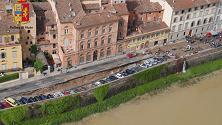 Firenze, la voragine sul Lungarno vista dall'elicottero