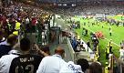 Finale Champions, Ronaldo zoppica dopo la premiazione: foto col tifoso disabile