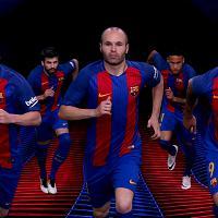 Barcellona, Messi e Iniesta presentano la nuova maglia Nike