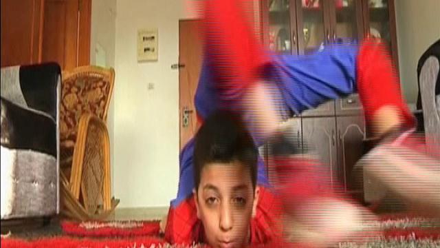 Gaza: il bimbo Spiderman che sogna di girare il mondo
