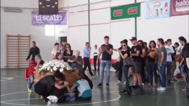 Ufficio Di Collocamento Oristano : Oristano grande folla per l ultimo saluto a luca porru cronaca