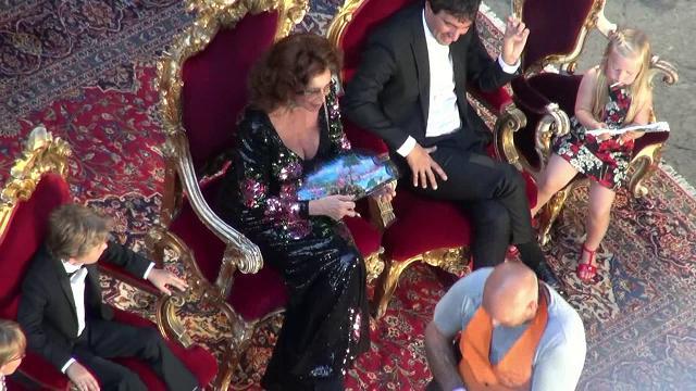 hot sale online b3c91 e1e7d Il film della sfilata di Dolce e Gabbana a Napoli