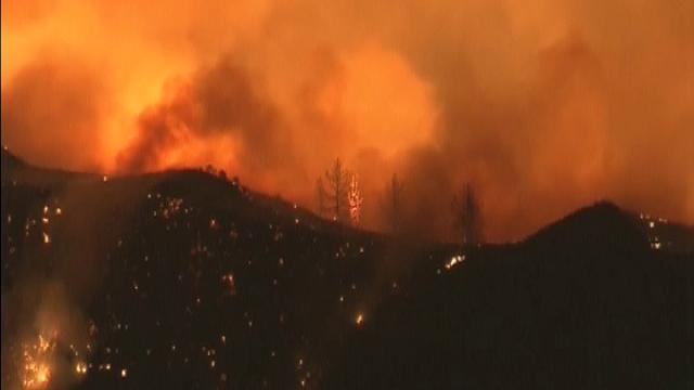 California: incendi costringono a evacuare centinaia di case