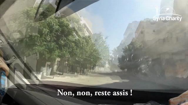 Siria, il coraggio dei soccorritori: l'ambulanza non si ferma davanti alle bombe