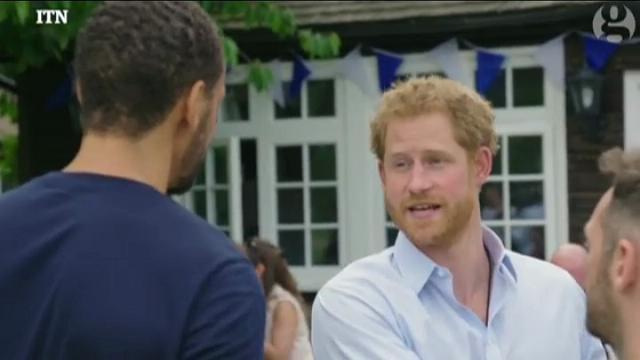 """Harry: """"Non essere riuscito a parlare di mia madre è il mio rimpianto più grande"""""""
