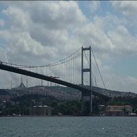 Istanbul, Erdogan rinomina il Ponte sul Bosforo: ora è il Ponte dei Martiri