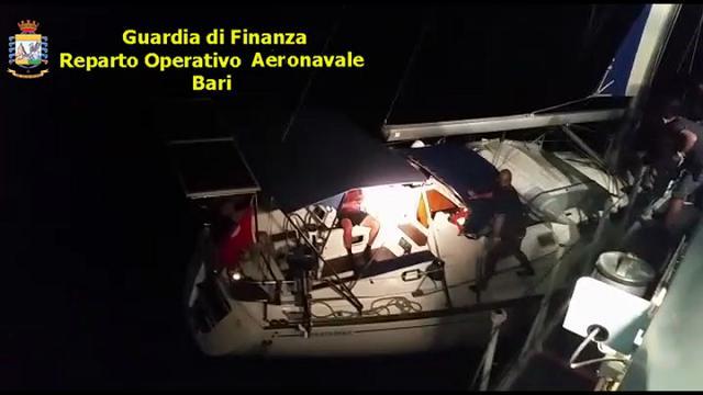 Salento, dopo lo sbarco i migranti fanno arrestare gli scafisti