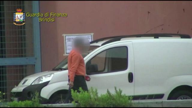 Brindisi: timbrava il cartellino e andava a fare spese