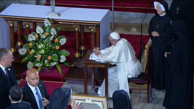 """Il Papa al Santuario della Divina Misericordia: """"Non voglio sacrifici"""""""