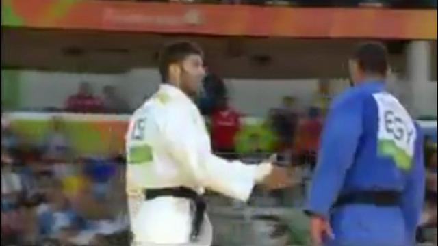 Rio 2016, judo: egiziano battuto da israeliano rifiuta stretta di mano