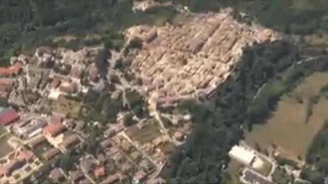 Terremoto, le immagini dall'alto di Amatrice distrutta