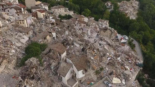Terremoto, drone su Pescara del Tronto, paese fantasma: le case sono sbriciolate