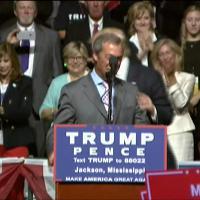 """Usa 2016, Farage sul palco con Trump: """"Non voterei mai Hillary Clinton"""""""
