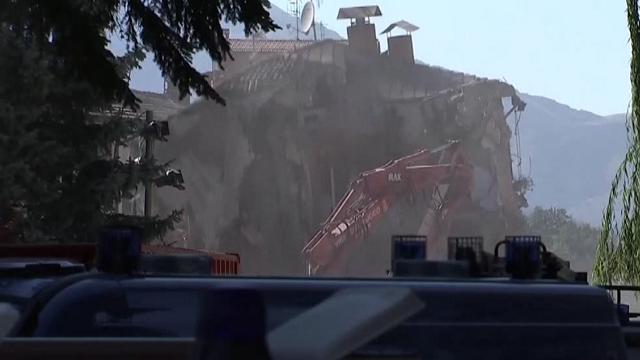 Amatrice: vigili del fuoco al lavoro, demoliti gli edifici a rischio