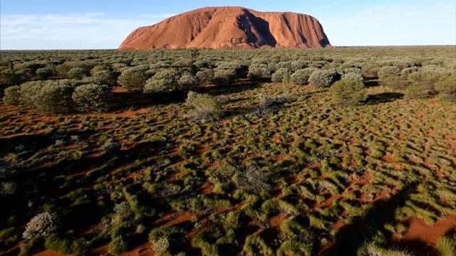Australia, lo spettacolo di Uluru ripreso per la prima volta da un drone