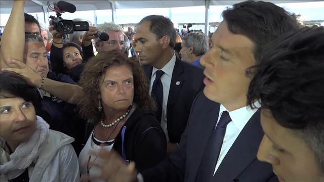 """Terremoto, Renzi ad Amatrice: """"I soldi per ricostruire ci sono: non mollate"""""""