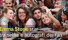 Emma Stone a tutto selfie: protagonista della prima giornata di Venezia73