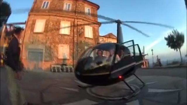 Elicottero accompagna gli sposi e atterra in piazza senza permesso. Aperta inchiesta