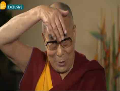 Trump, l'imitazione del Dalai Lama: ''Ha un ciuffo bizzarro e la bocca piccola''