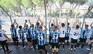 Il Pisa batte l'Ascoli, i giocatori salgono in curva e festeggiano con i tifosi rimasti fuori dallo stadio