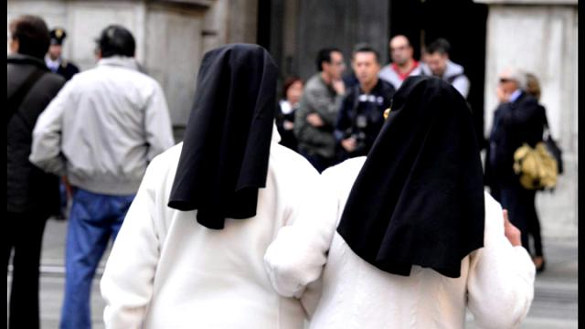 Il prete scomunicato che sposerà due ex suore: ''E' una scelta d'amore, non l'apocalisse''