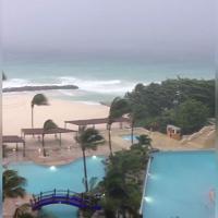 Barbados, l'uragano arriva dentro il resort